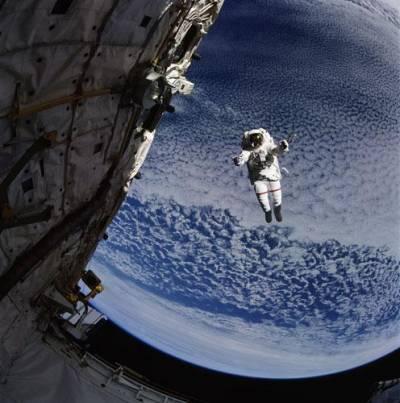 Успешно вышли в открытый космос