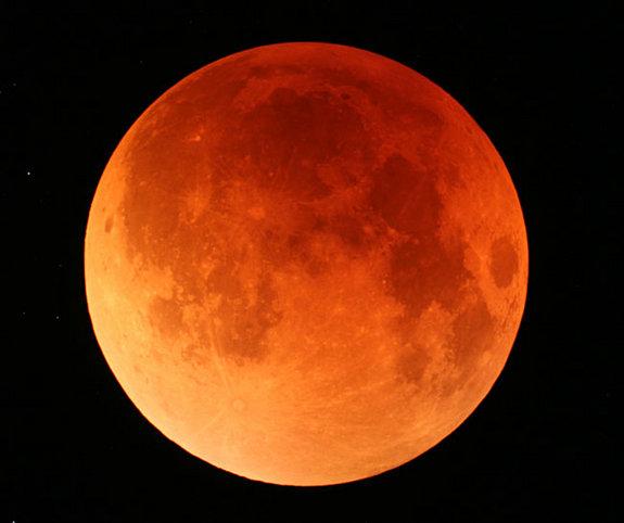 Полное лунное затмение состоится 15 июня