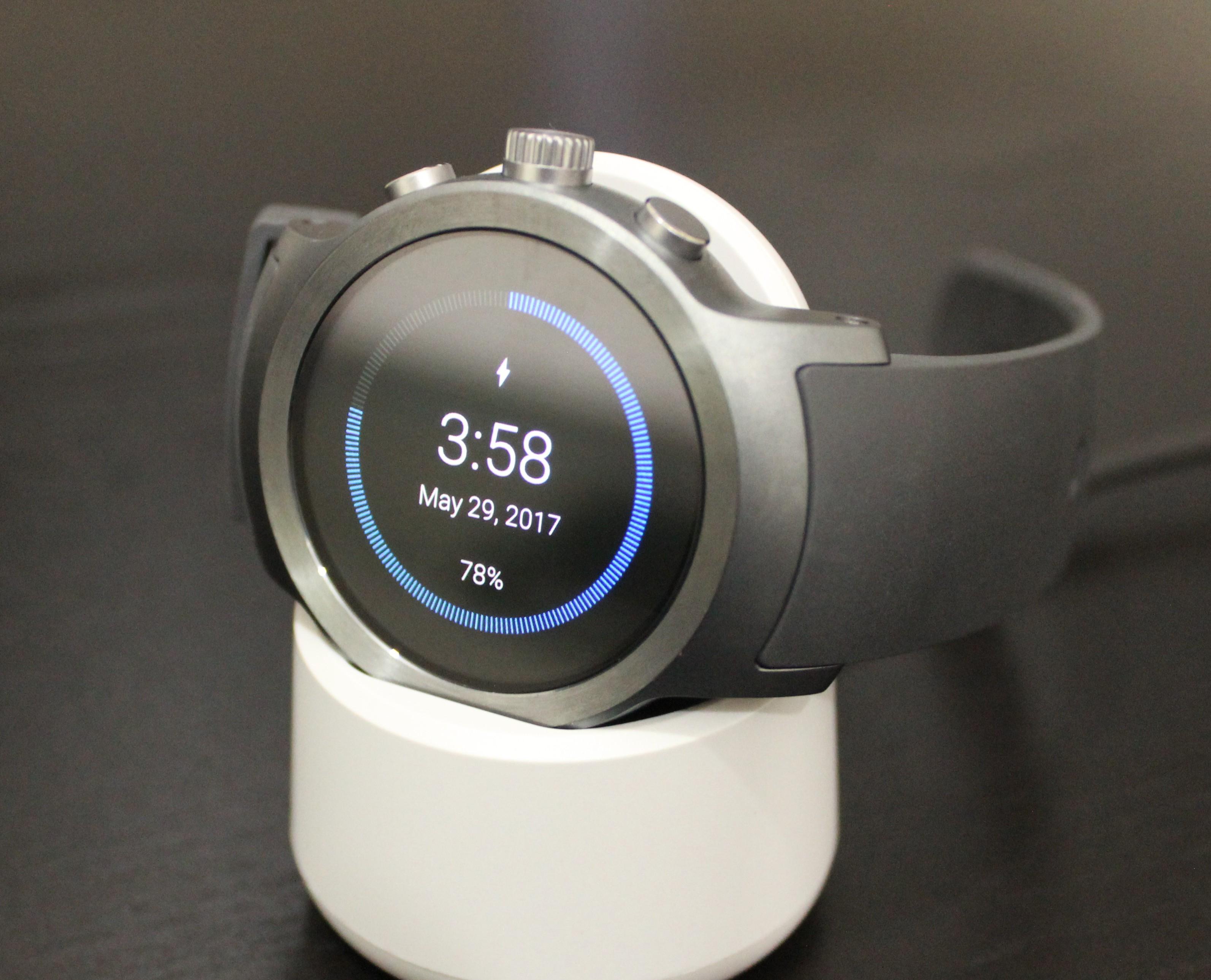 9b49c9a4e787 ... с будильником и фитнес-трекером, а также многими другими не менее  важными функциями. Чем же хороши новые смарт-часы от LG стоимостью 349  долларов