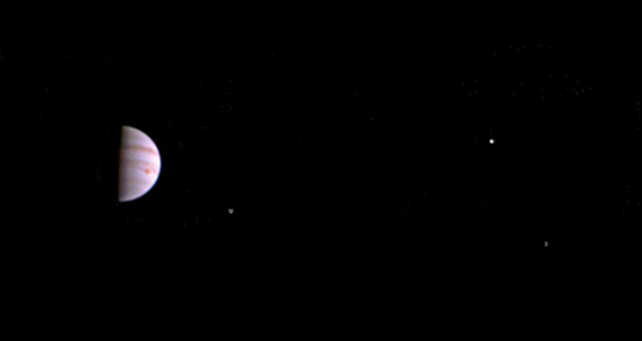 Космический аппарат «Юнона» отправляет наЗемлю первые кадры сорбиты