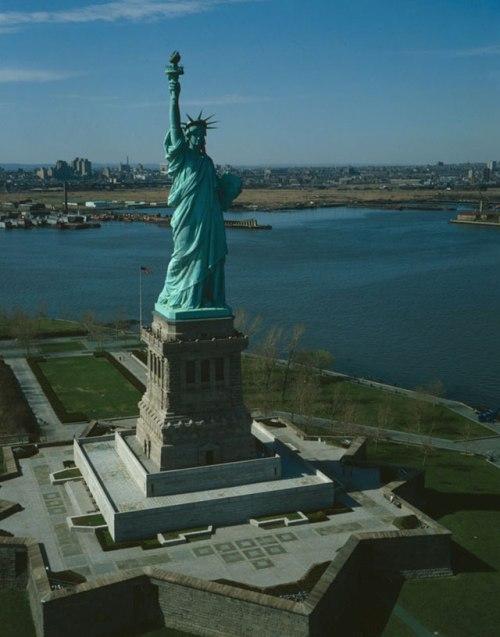 10 самых высоких памятников мира