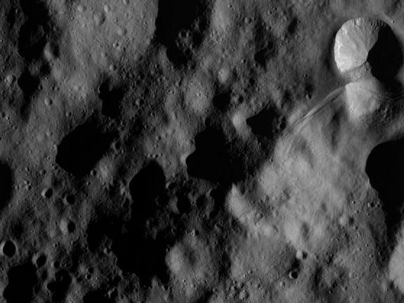 Космический аппарат НАСА сближается с гигантским астероидом