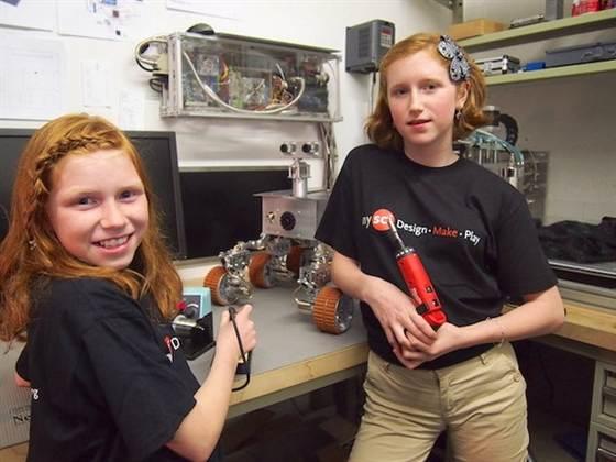 Две американские школьницы построили марсоход в гараже
