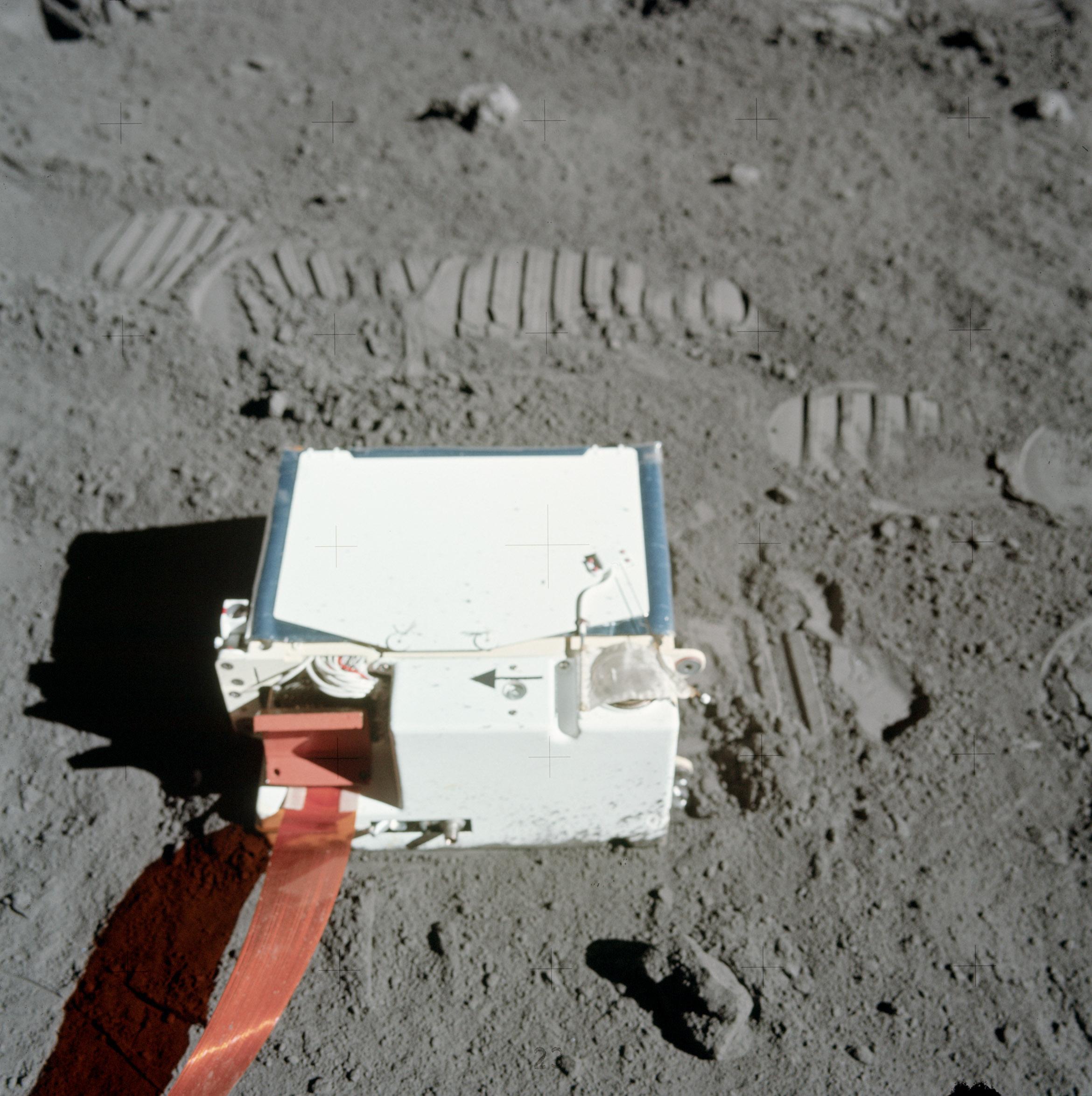 На Луне есть атмосфера