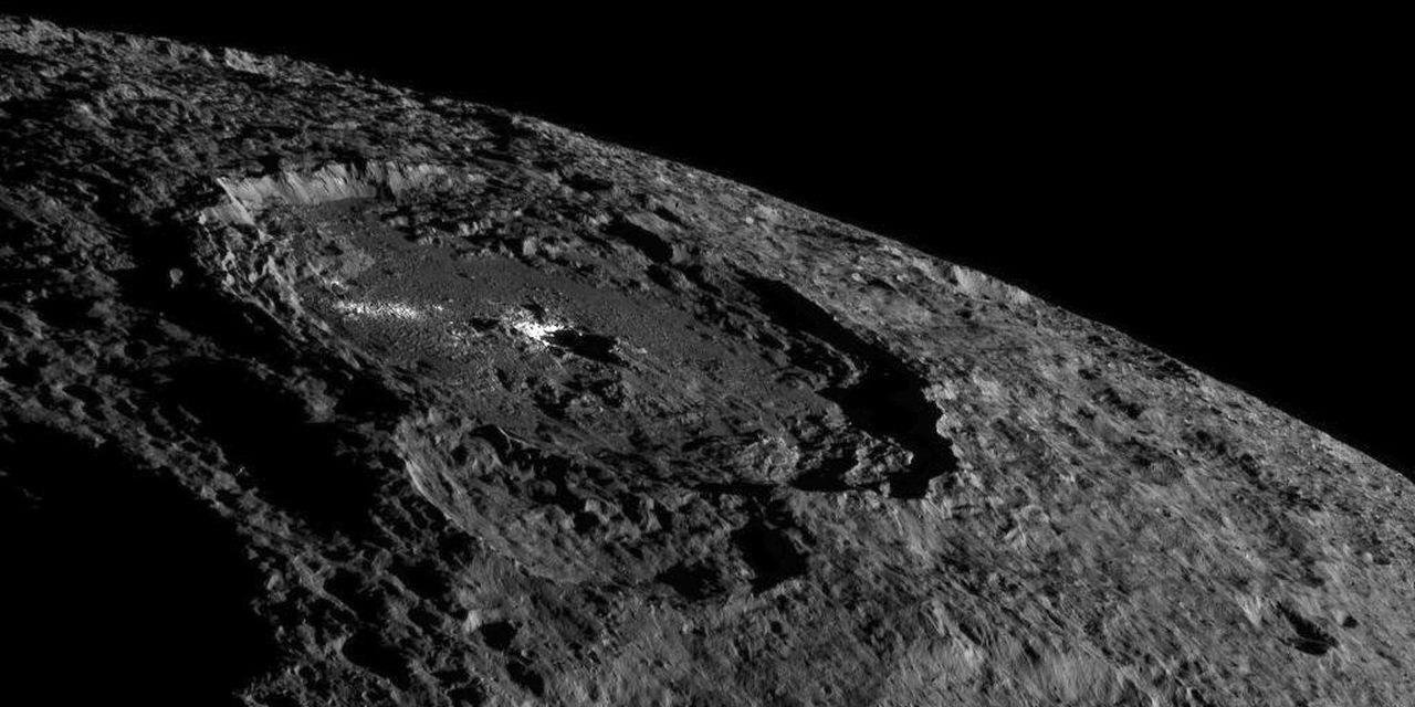 УNASA появились новые фотографии с миниатюрной планеты Цереры