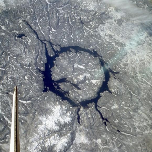 Маникуаганский кратер