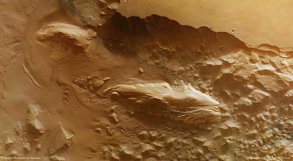 Необычные насыпи на Марсе