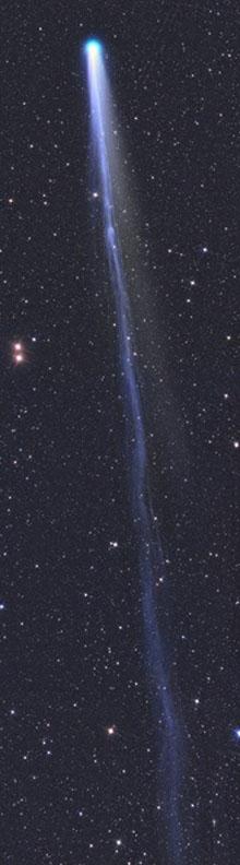 Заснята комета с невероятно большим хвостом