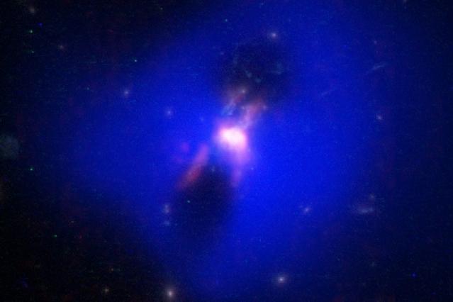 Ученые обнаружили таинственные черные дыры, способные производить звезды