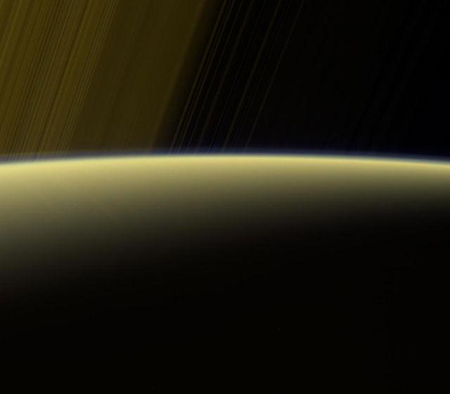 Кассини начинает 5  заключительных  облетов Сатурна