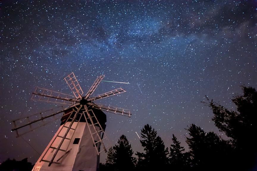 Сегодня ночью на небе можно будет увидеть до двух метеоров в минуту
