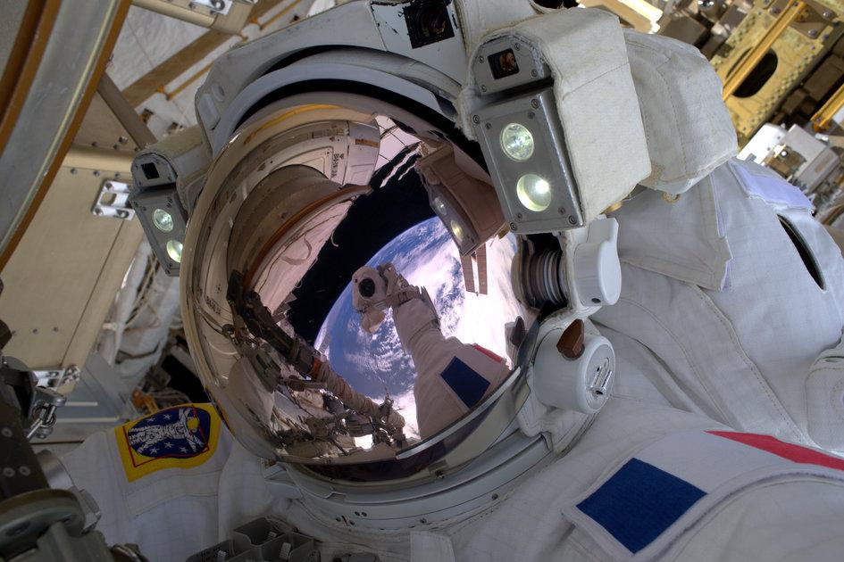 Астронавты NASA иESA завершили выход воткрытый космос