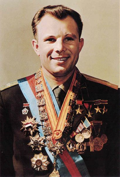 Yuri_Gagarin_official_portrait.jpg