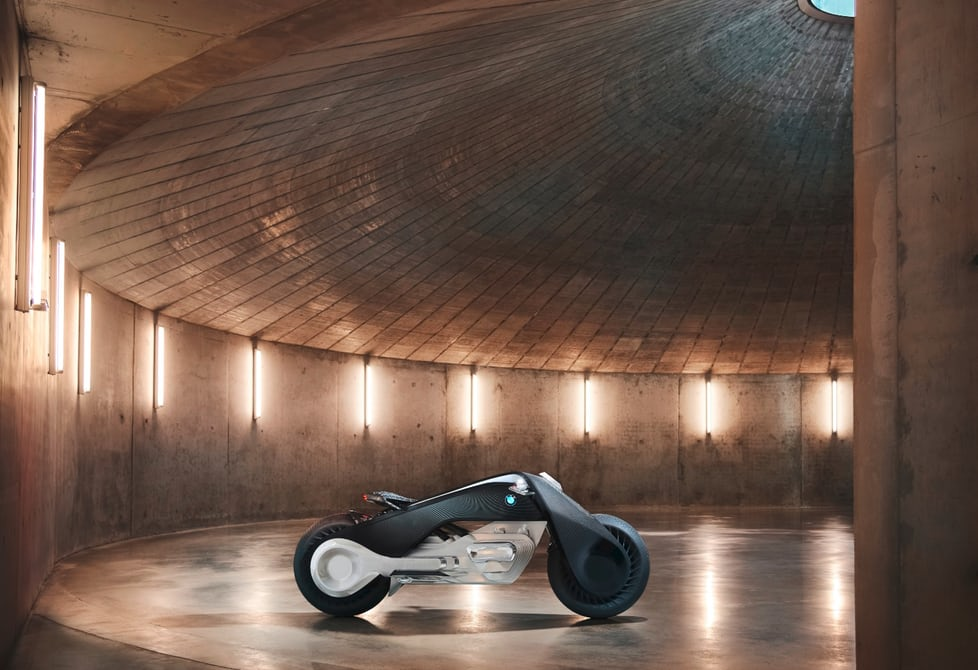 БМВ создала концептуальный мотоцикл, который нереально уронить