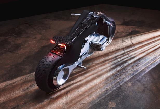 БМВ показала мотоцикл будущего, который никогда непадает