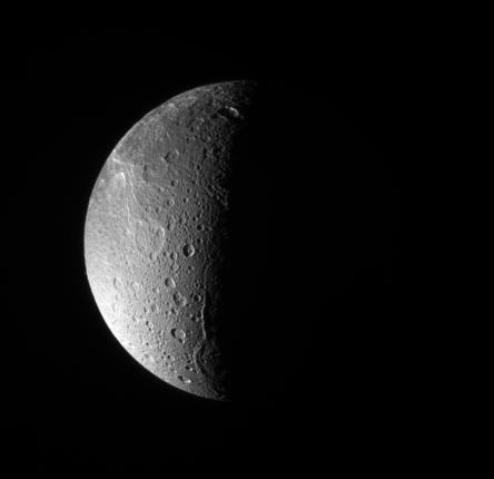 Ледяной спутник Сатурна Диона может скрывать океан