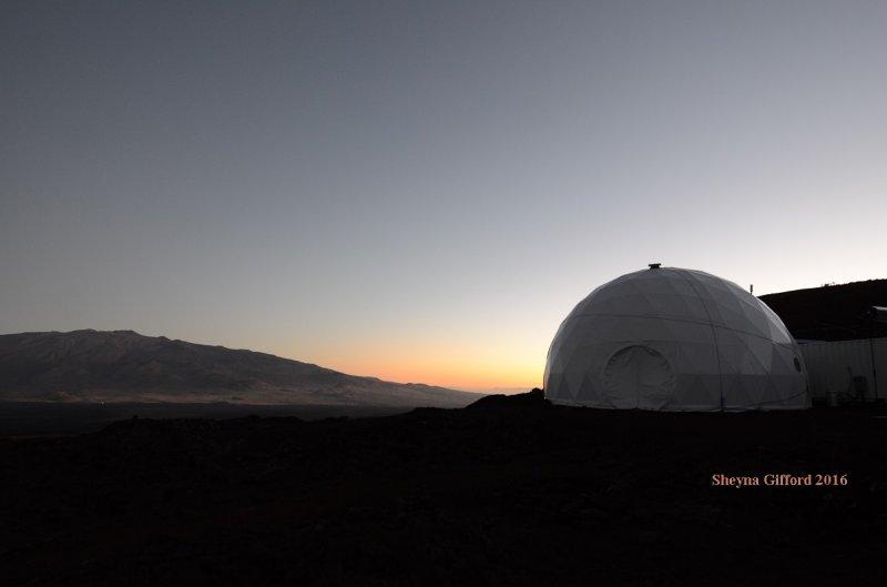 Ученые завершили годичный эксперимент поимитации миссии наМарс
