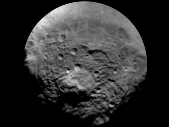 """""""Рассвет"""" захвачен гравитацей Весты и делает детальные снимки астероида"""