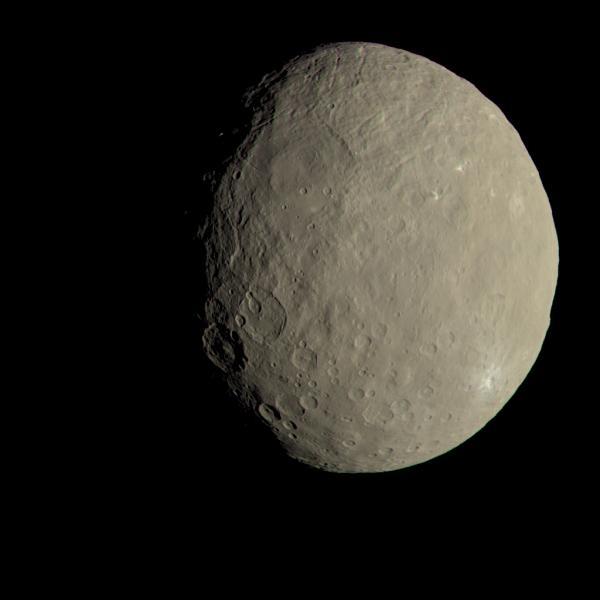 NASA показало видео свращающейся планетой Церерой