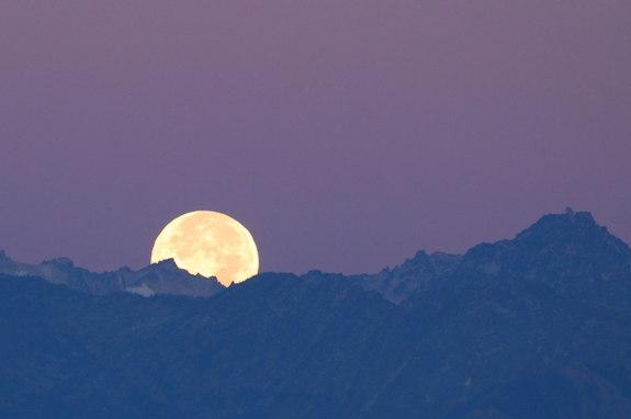 Урожайная Луна: лучшие новые фотографии