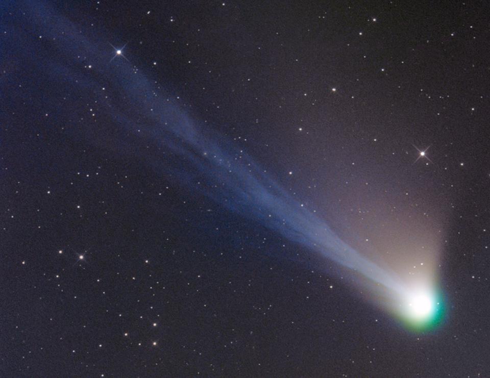 старалась комета фото из космоса тому