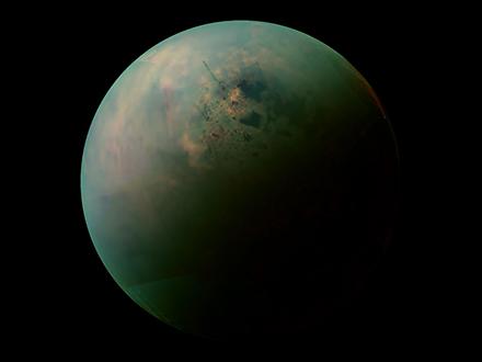 Новый потрясающий взгляд на Титан от Кассини