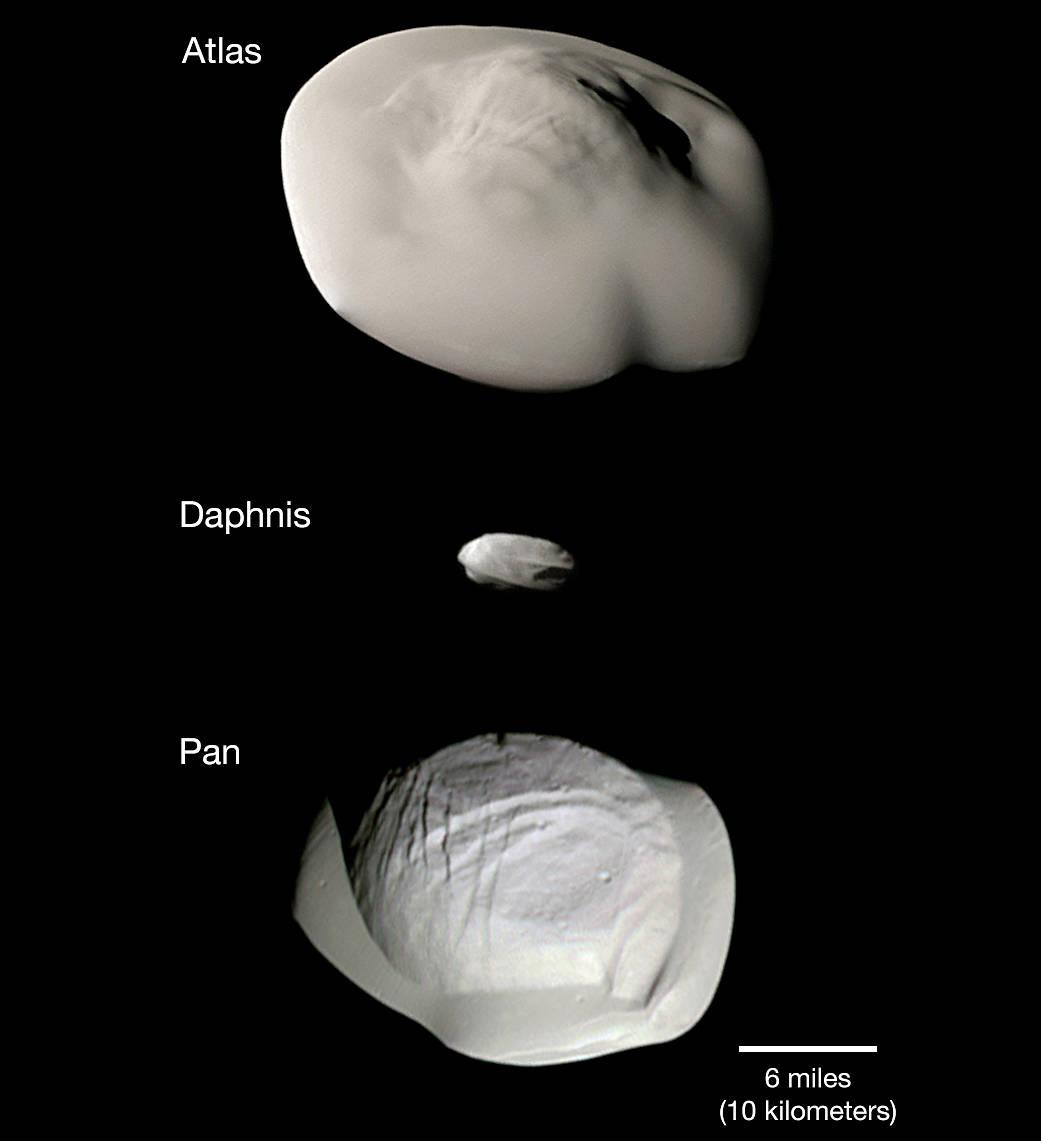NASA опубликовало смешные фотографии спутников Сатурна, которые схожи напельмени