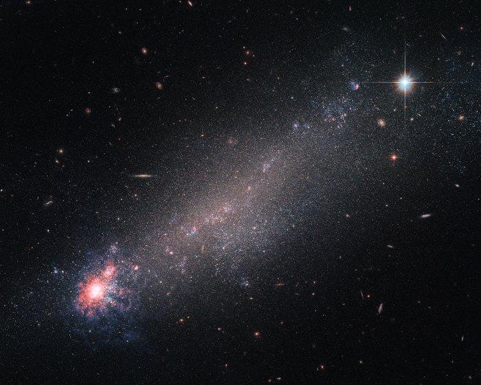 «Хаббл» сфотографировал крик новорожденных звезд