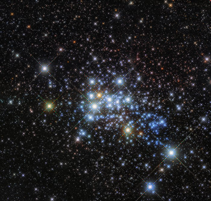 «Хаббл» получил фотографии наибольшей звезды Галактики