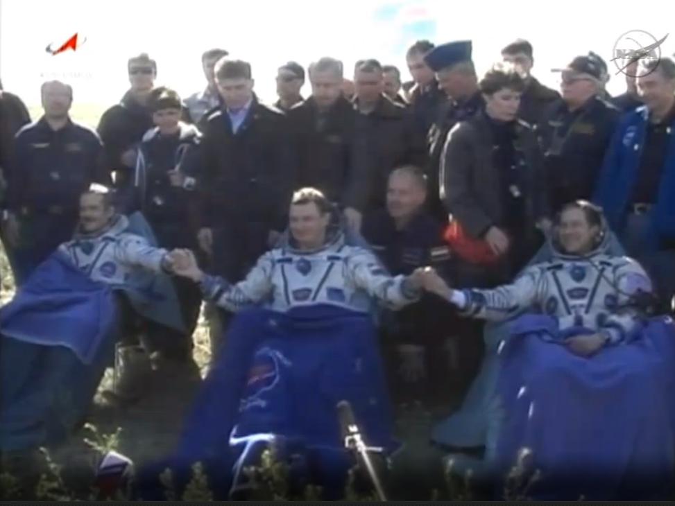 Союз ТМА-07М вместе с экипажем вернулся с МКС