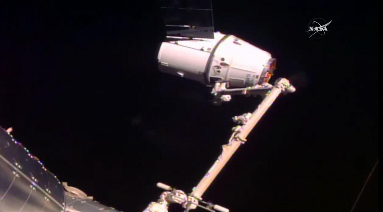 SpaceX несмог пристыковаться кМКС из-за сбоя всистеме навигации