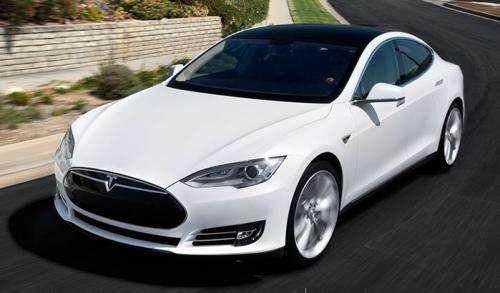 Tesla представила неменее недорогие версии электромобиля Model S