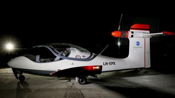Электрический самолет-амфибия поднялся в воздух