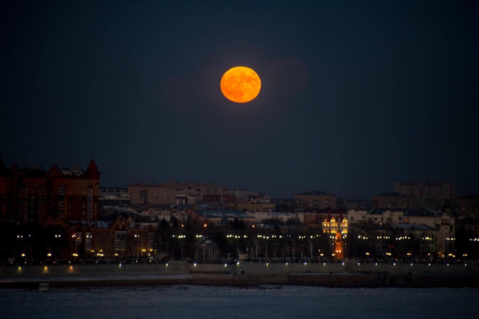 В Китае скоро может появиться вторая луна